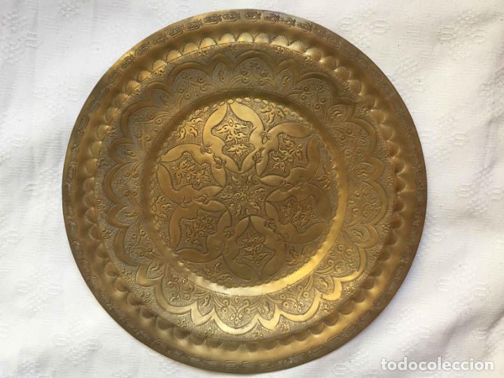 Antigüedades: PLATO BANDEJA (ÁRABE, Marruecos, 1950's) Latón. Decoración. Artesanal. Original ¡Coleccionista! - Foto 6 - 212948073