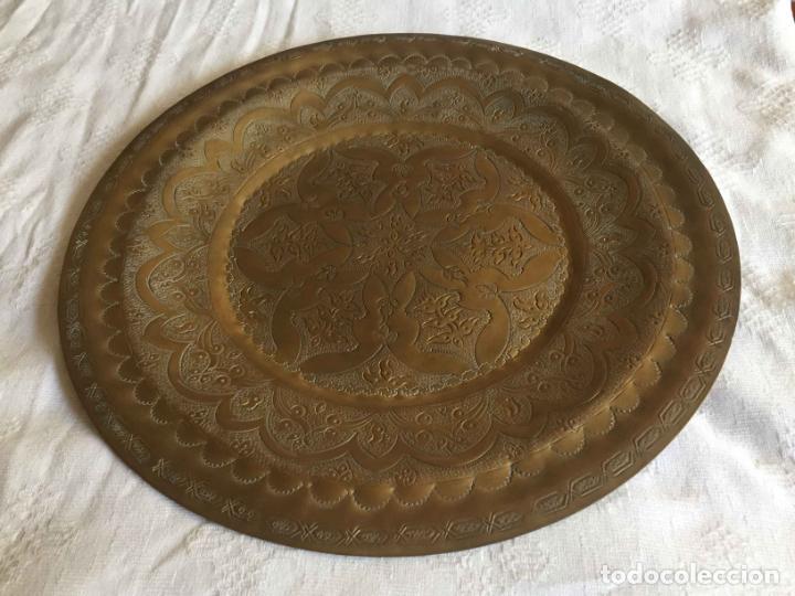 Antigüedades: PLATO BANDEJA (ÁRABE, Marruecos, 1950's) Latón. Decoración. Artesanal. Original ¡Coleccionista! - Foto 7 - 212948073