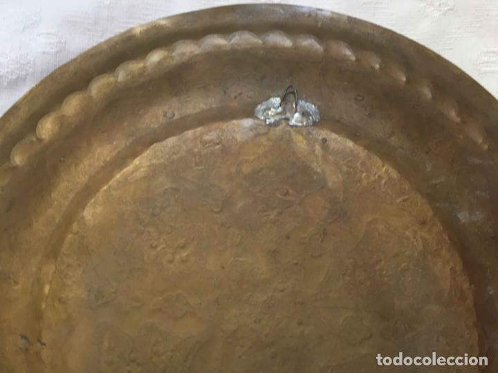 Antigüedades: PLATO BANDEJA (ÁRABE, Marruecos, 1950's) Latón. Decoración. Artesanal. Original ¡Coleccionista! - Foto 8 - 212948073