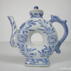 Antigüedades: CURIOSA CAFETERA, TETERA - PORCELANA AZUL - CHINA. Lote 212950817