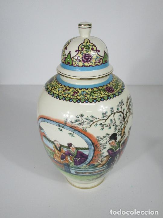 Antigüedades: Pareja de Jarrones Tibor - Porcelana con Motivos Orientales - Sello en la Base - Foto 4 - 212951365
