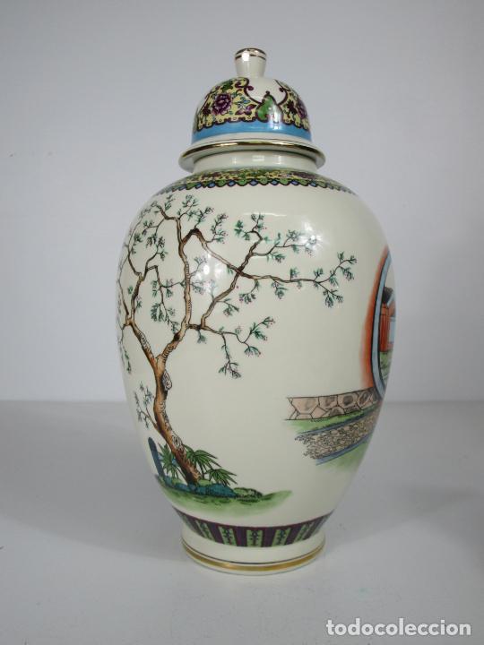 Antigüedades: Pareja de Jarrones Tibor - Porcelana con Motivos Orientales - Sello en la Base - Foto 5 - 212951365
