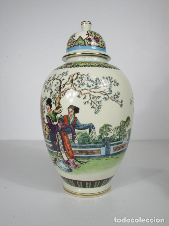 Antigüedades: Pareja de Jarrones Tibor - Porcelana con Motivos Orientales - Sello en la Base - Foto 6 - 212951365