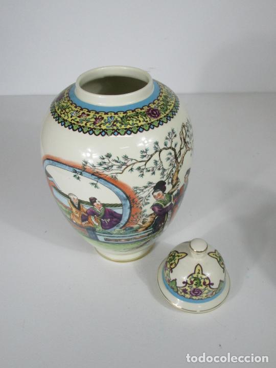 Antigüedades: Pareja de Jarrones Tibor - Porcelana con Motivos Orientales - Sello en la Base - Foto 7 - 212951365
