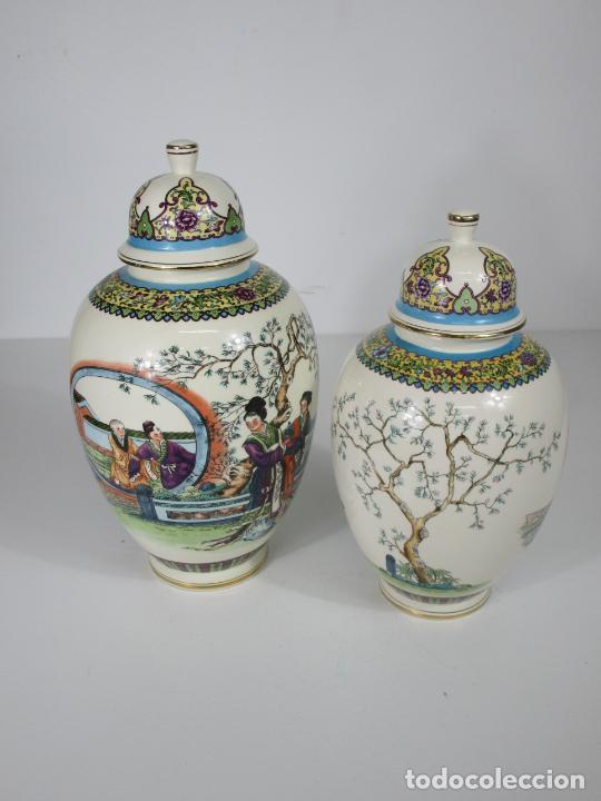 Antigüedades: Pareja de Jarrones Tibor - Porcelana con Motivos Orientales - Sello en la Base - Foto 11 - 212951365