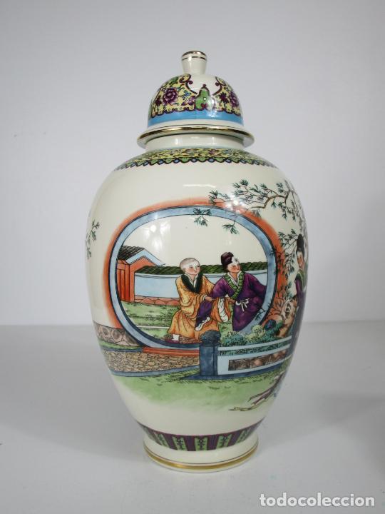 Antigüedades: Pareja de Jarrones Tibor - Porcelana con Motivos Orientales - Sello en la Base - Foto 12 - 212951365