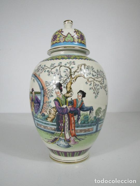 Antigüedades: Pareja de Jarrones Tibor - Porcelana con Motivos Orientales - Sello en la Base - Foto 13 - 212951365