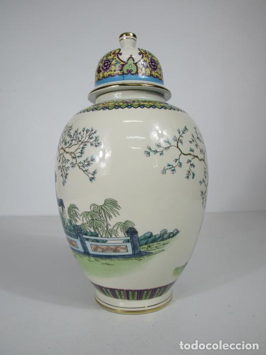 Antigüedades: Pareja de Jarrones Tibor - Porcelana con Motivos Orientales - Sello en la Base - Foto 15 - 212951365