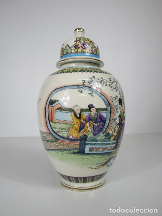 Antigüedades: Pareja de Jarrones Tibor - Porcelana con Motivos Orientales - Sello en la Base - Foto 16 - 212951365