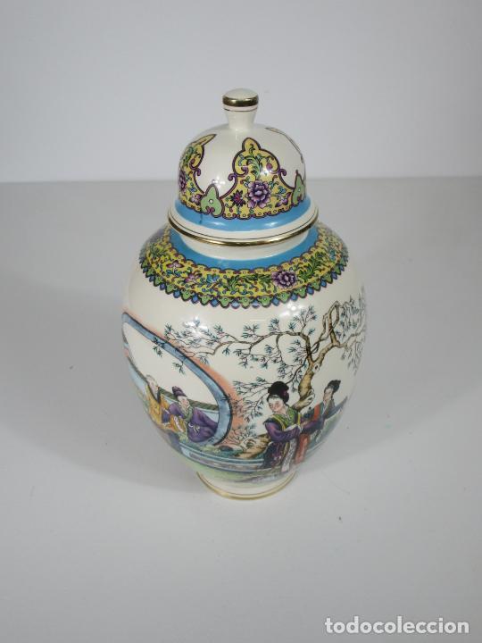 Antigüedades: Pareja de Jarrones Tibor - Porcelana con Motivos Orientales - Sello en la Base - Foto 17 - 212951365