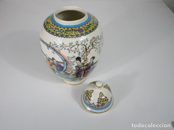 Antigüedades: Pareja de Jarrones Tibor - Porcelana con Motivos Orientales - Sello en la Base - Foto 18 - 212951365