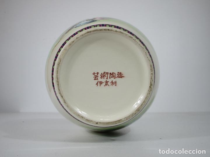 Antigüedades: Pareja de Jarrones Tibor - Porcelana con Motivos Orientales - Sello en la Base - Foto 20 - 212951365