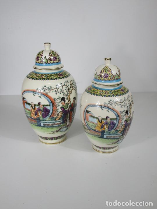 Antigüedades: Pareja de Jarrones Tibor - Porcelana con Motivos Orientales - Sello en la Base - Foto 21 - 212951365