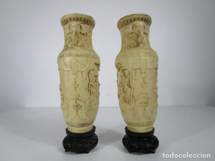 Antigüedades: Pareja de Jarrones - Marfilina - Fina Talla Oriental - con Sello - Altura 30 cm - Foto 2 - 212951681