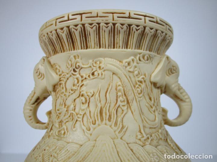 Antigüedades: Pareja de Jarrones - Marfilina - Fina Talla Oriental - con Sello - Altura 30 cm - Foto 5 - 212951681