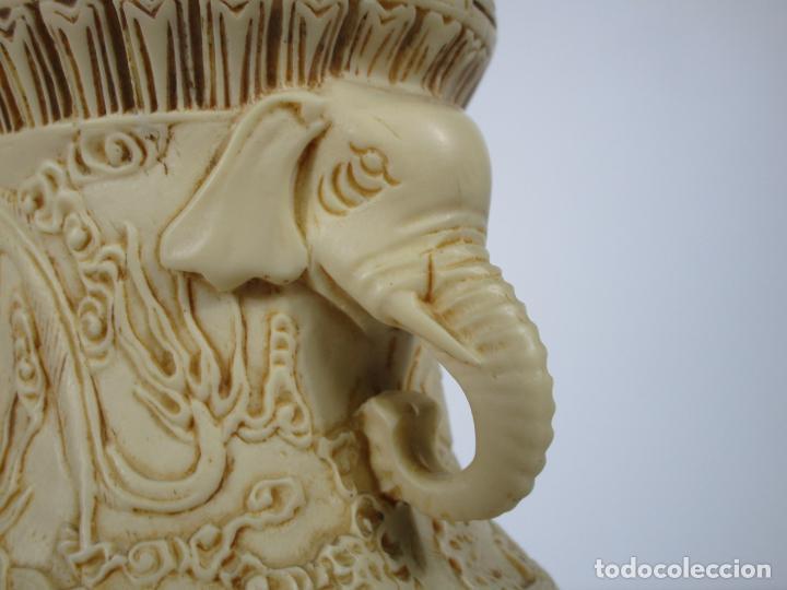 Antigüedades: Pareja de Jarrones - Marfilina - Fina Talla Oriental - con Sello - Altura 30 cm - Foto 6 - 212951681