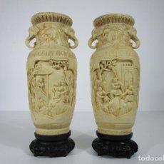 Antigüedades: PAREJA DE JARRONES - MARFILINA - FINA TALLA ORIENTAL - CON SELLO - ALTURA 30 CM. Lote 212951681