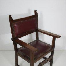 Antigüedades: ANTIGUO SILLÓN FRAILERO - MADERA DE NOGAL - TAPICERÍA EN PIEL. Lote 212991213
