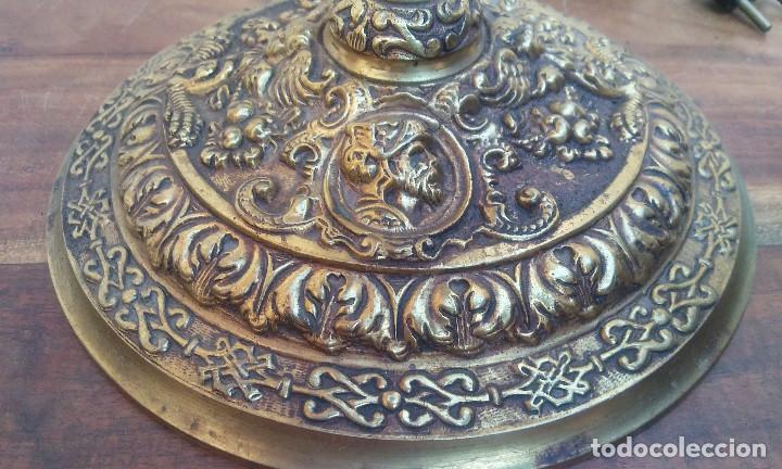 Antigüedades: ANTIGUA LÁMPARA DE BRONCE 4 LUCES TIPO VELÓN, GRAN DECORACIÓN, CABALLERO CON ARMADURA. - Foto 8 - 212994860