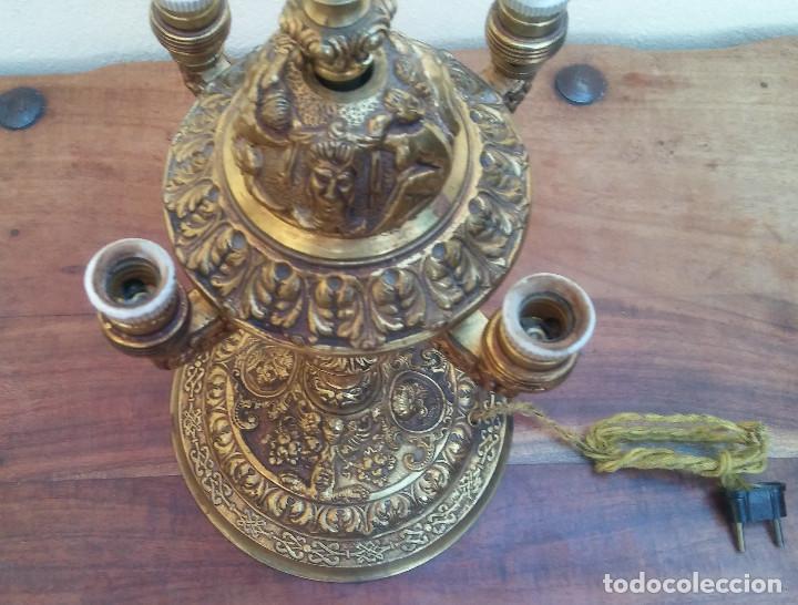 Antigüedades: ANTIGUA LÁMPARA DE BRONCE 4 LUCES TIPO VELÓN, GRAN DECORACIÓN, CABALLERO CON ARMADURA. - Foto 10 - 212994860