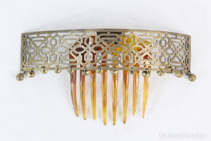 Antigüedades: Preciosa peineta tiara pps del s XIX. Asta y metal con pendentifs de estilo cascabel. - Foto 2 - 213060215