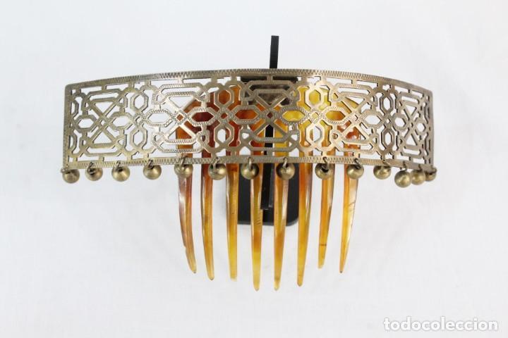Antigüedades: Preciosa peineta tiara pps del s XIX. Asta y metal con pendentifs de estilo cascabel. - Foto 4 - 213060215