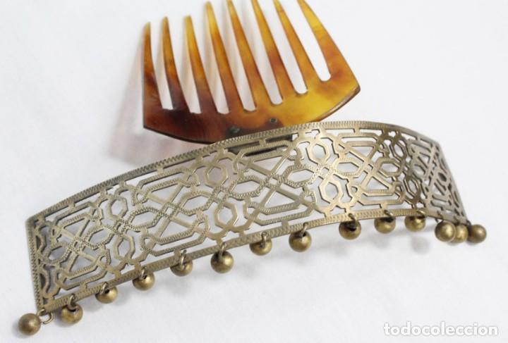 Antigüedades: Preciosa peineta tiara pps del s XIX. Asta y metal con pendentifs de estilo cascabel. - Foto 6 - 213060215