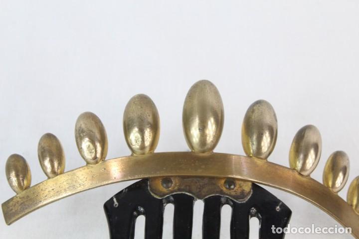 Antigüedades: Peineta o tiara de galalita, con detalle superior de bellota . Articulada. Epoca victoriana s XIX - Foto 4 - 213060602