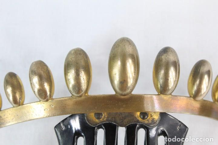 Antigüedades: Peineta o tiara de galalita, con detalle superior de bellota . Articulada. Epoca victoriana s XIX - Foto 5 - 213060602