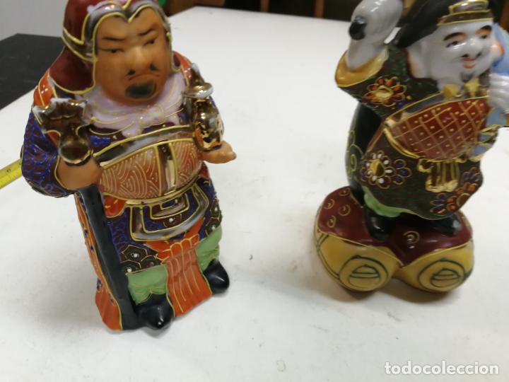 DOS SABIOS CHINOS - DIOSES DE LA FORTUNA - FIGURAS DE PORCELANA - AÑOS 60-70 16 CM ALTURA (Antigüedades - Porcelanas y Cerámicas - China)