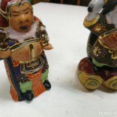Antigüedades: DOS SABIOS CHINOS - DIOSES DE LA FORTUNA - FIGURAS DE PORCELANA - AÑOS 60-70 16 CM ALTURA. Lote 213121018