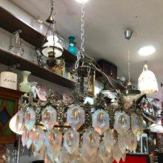 Antigüedades: PRECIOSA LAMPARA CON LAGRIMAS DE CRISTAL NACARADO - MEDIDA 70X45 CM. Lote 213131120