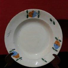 Antigüedades: ANTIGUO PLATO DE CERAMICA CON BONITA DECORACION FLORAL ,. Lote 213148512