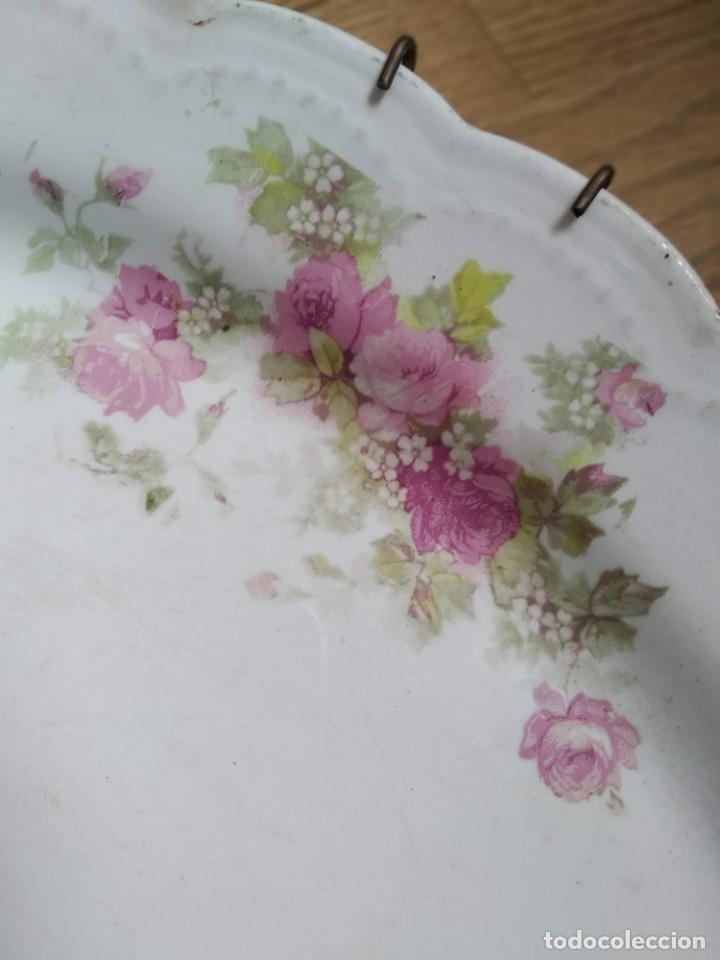 Antigüedades: Fuente flores ceramica antigua la cartuja - Sevilla - Foto 2 - 213193342