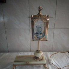 Antigüedades: ANTIGUA LAMPARA DE LATON,BRONCE Y ONIX DE SOBREMESA ESTILO FAROL,AÑOS 40/50. Lote 213198531