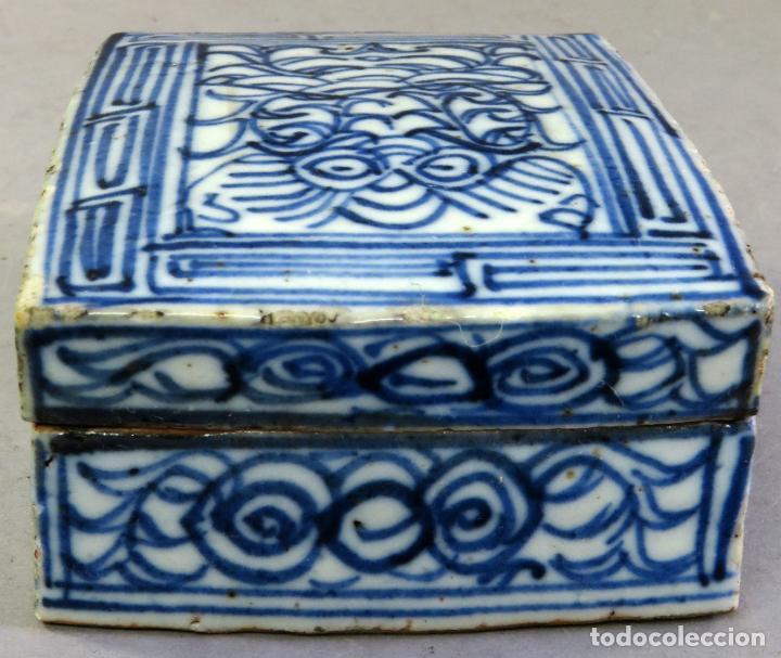 Antigüedades: Caja de cerámica China Blue and white pintada en azul con decoración geométrica siglo XIX - Foto 2 - 213233422