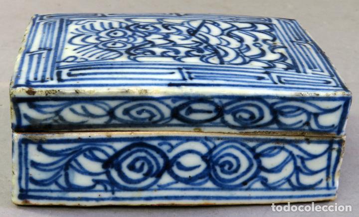 CAJA DE CERÁMICA CHINA BLUE AND WHITE PINTADA EN AZUL CON DECORACIÓN GEOMÉTRICA SIGLO XIX (Antigüedades - Porcelanas y Cerámicas - China)