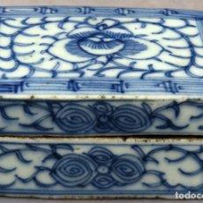 Antigüedades: CAJA DE CERÁMICA CHINA BLUE AND WHITE PINTADA EN AZUL CON DECORACIÓN VEGETAL SIGLO XIX. Lote 213233650