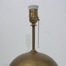Antigüedades: LAMPARA DE BROCE BASE ESFÉRICA. Lote 213247956