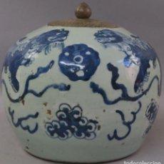 Antigüedades: TIBOR POTICHE DE PORCELANA BLUE AND WHITE CON DRAGONES FOO CHINA PRINCIPIOS DEL SIGLO XX. Lote 213248503