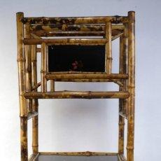 Antigüedades: MUEBLE REVISTERO JAPONÉS EN BAMBÚ Y LACA PRINCIPIOS SIGLO XX. Lote 238250545