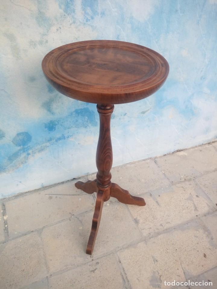 Antigüedades: Antiguo pedestal de madera noble con 3 patas para escultura o maceta. - Foto 2 - 213282211