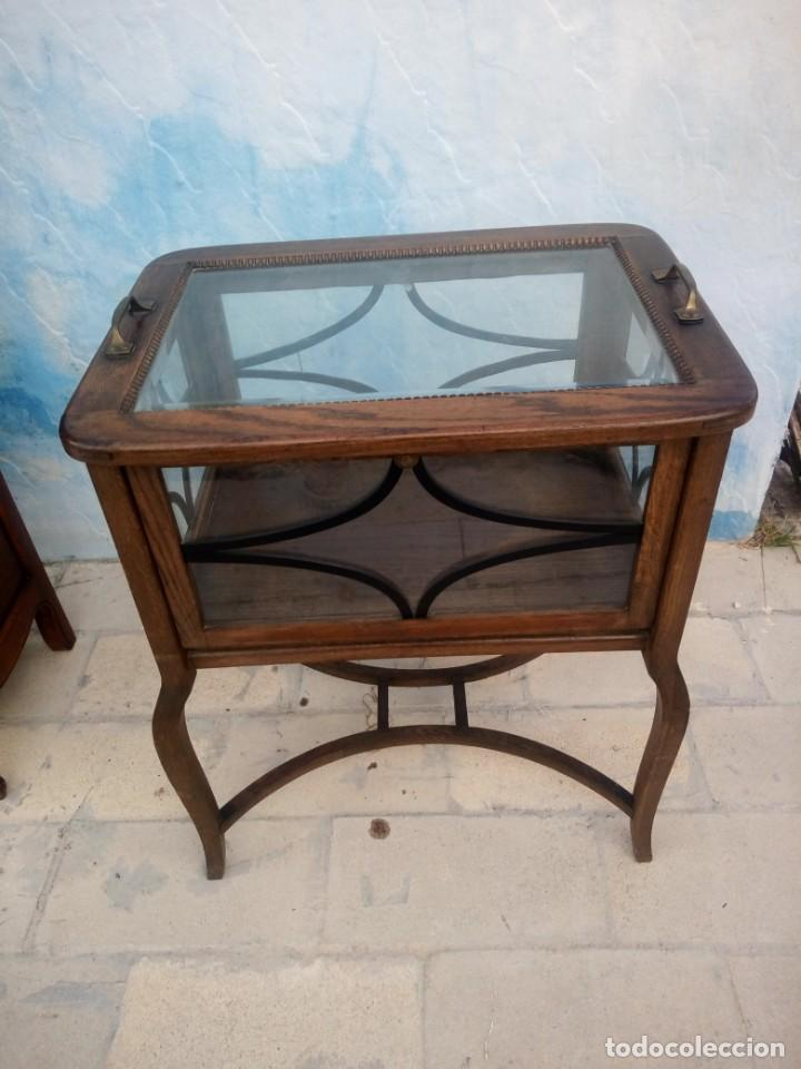 Antigüedades: Antigua mesa expositor de madera de roble,siglo xix.abre las 4 puertas. - Foto 2 - 213283648