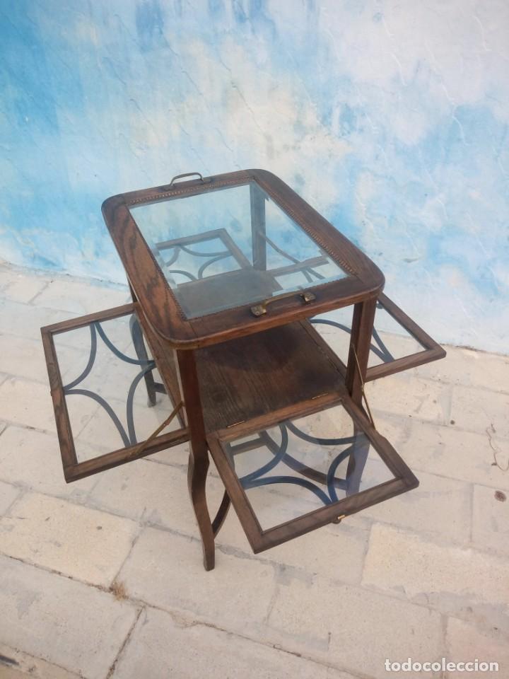 Antigüedades: Antigua mesa expositor de madera de roble,siglo xix.abre las 4 puertas. - Foto 5 - 213283648