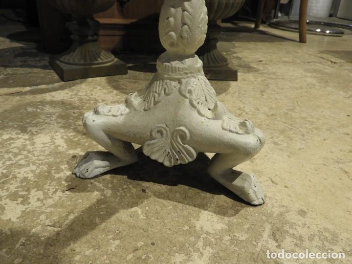 Antigüedades: HACHERO O VELON DE HIERRO CON PATA TRIPODE DE GARRA - Foto 2 - 213283873