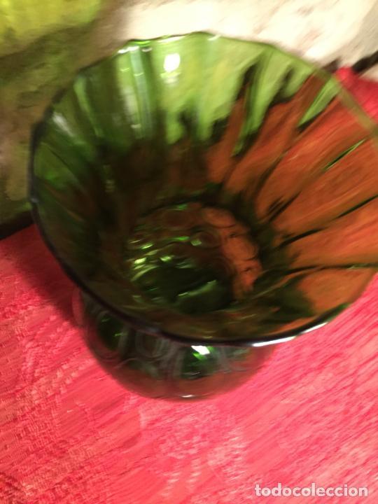 Antigüedades: Antiguo jarrón / florero de soplado a mano de los años 60 - Foto 2 - 213289908