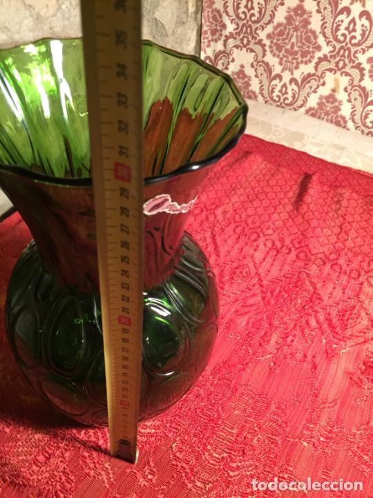 Antigüedades: Antiguo jarrón / florero de soplado a mano de los años 60 - Foto 9 - 213289908