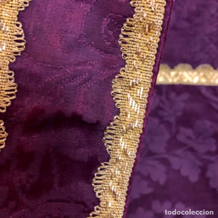 Antigüedades: Pareja de dalmáticas moradas con agreman de hojilla de oro siglo XIX - Foto 2 - 213310513