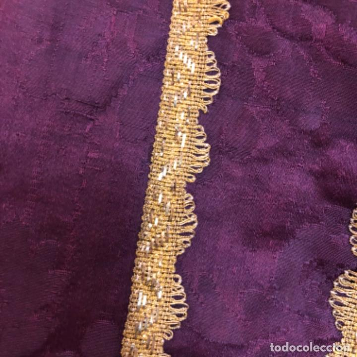 Antigüedades: Pareja de dalmáticas moradas con agreman de hojilla de oro siglo XIX - Foto 3 - 213310513