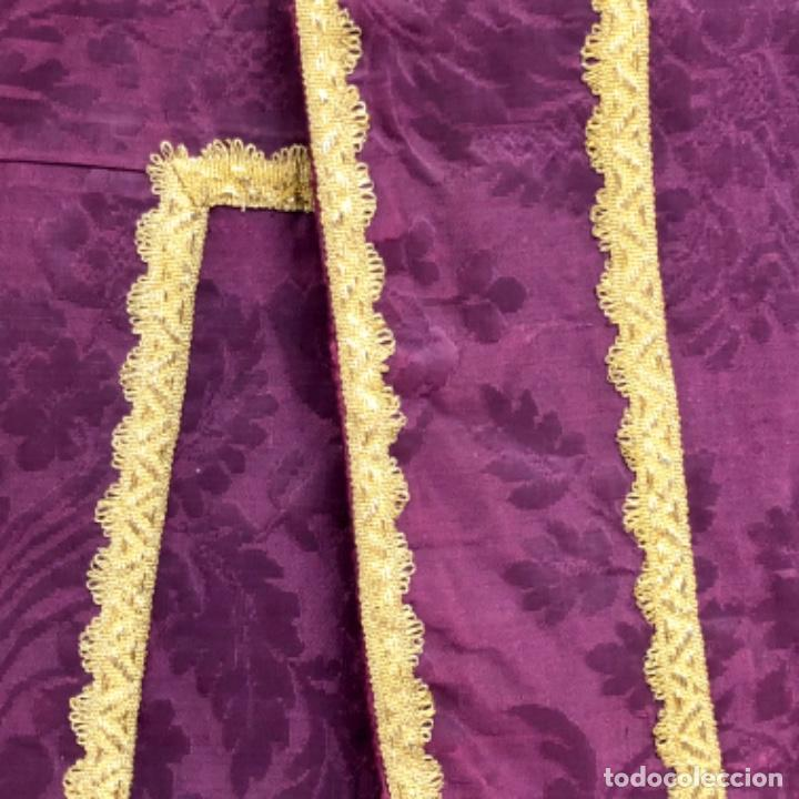 Antigüedades: Pareja de dalmáticas moradas con agreman de hojilla de oro siglo XIX - Foto 8 - 213310513